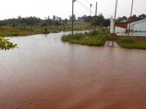 Itaembé Miní: Vecinos de Barrio Ingar reclaman por mantenimiento de arroyo y advierten peligro de zanjas abiertas de calles