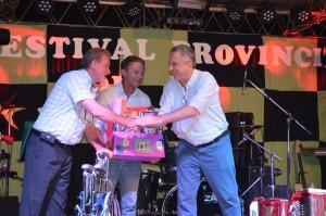 Passalacqua compartió la velada inaugural del Festival de la Mojarrita