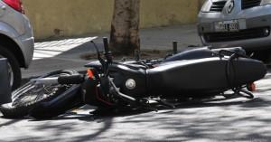 Eldorado: motochorros asaltaron a un joven, y al huir de la Policía sufrieron un accidente y los detuvieron