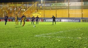 Crucero fue más que Tigre pero no supo definirlo y empató 0 a 0 en su histórico debut en Primera