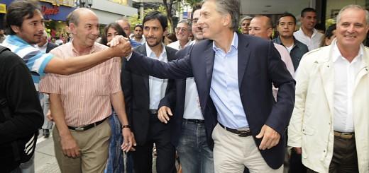 """Macri presentó a su candidato a gobernador de Tucumán: """"Hay que terminar con la exclusión y la pobreza"""", dijo"""