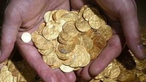Salieron a bucear y encontraron un inmenso tesoro en monedas de oro