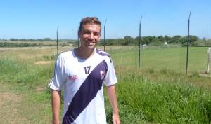 Se llama Sebastián Battaglia, es volante, jugó en Boca pero a este le gusta ir siempre al ataque