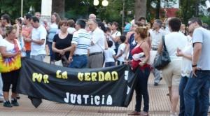 En Posadas, los adherentes a la marcha en homenaje a Nisman se congregaron en la plaza 9 de Julio
