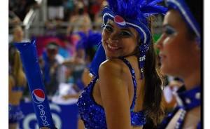 Diosas posadeñas en el Carnaval de Encarnación: <em>Verónica baila y se olvida de todo</em>