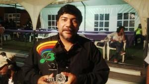 Anoche Joselo Schuap alzó el premio consagración del festival del Baradero