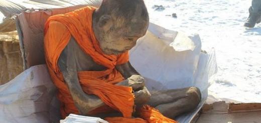 """Apareció en Mongolia: el misterio de la momia que """"medita"""" más allá de la muerte"""