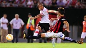 River derrotó a San Lorenzo en la primera final de la Recopa