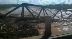 Impactante: mirá cómo se cayó un puente en Salta