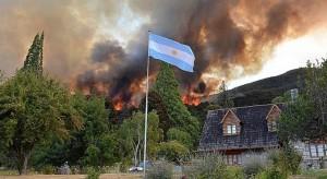 Chubut: el fuego arrasa dos parques nacionales y hay villas evacuadas
