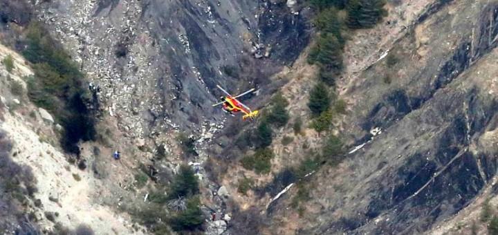 Francia: hallan restos del avión, cadáveres y una caja negra
