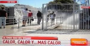 Calor agobiante en Buenos Aires: el monumento a Cataratas es elegido por los medios y para alivio de visitantes