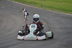Rodrigo Errecaborde ganó en la categoría 4T la primera carrera del Misionero de Karting que se disputó en Alem