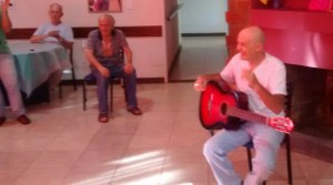 JAF visitó el hospital y el hogar de adultos deAlem