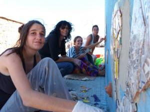 Pie de Elefante puso su sello en el mural por la Memoria del cuarto tramo de la Costanera