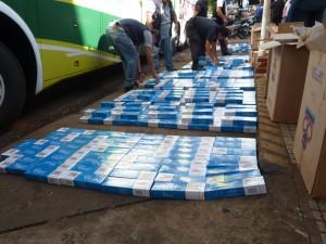 Llevaban 100 mil pesos de cigarrillos contrabandeados en un micro y los descubrieron