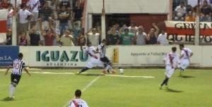 Guaraní goleó a Gimnasia de Mendoza 5 a 1 en Villa Sarita