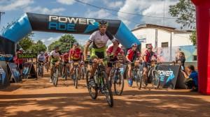 """Cien participantes en la carrera de mountain bike """"Pepirí"""" por la selva misionera y con llegada en Brasil"""