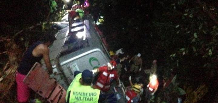 Tragedia en Brasil: se desbarrancó un micro y hay 41 muertos