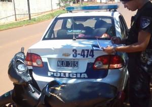 El Comando sorprendió a dos jovencitos cuando empujaban una moto que sería robada