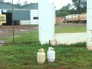 Vecinos aseguran que solo consiguen gas a más de 100 pesos en Eldorado