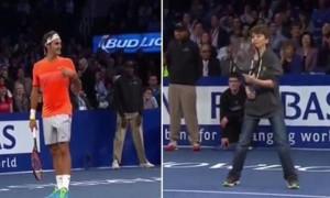 Video: un niño humilló a Roger Federer con un globo de leyenda en el Madison Square Garden