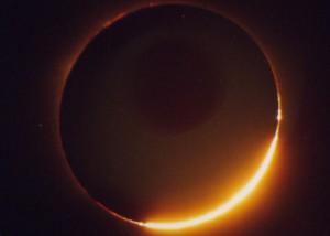 Qué coincidencia! mañana comienza el Otoño y habrá un eclipse total de Sol en el hemisferio Norte