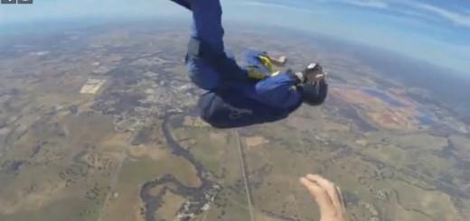 Video: en plena caída rescataron a un paracaidista que sufrió ataque de epilepsia y se desmayó