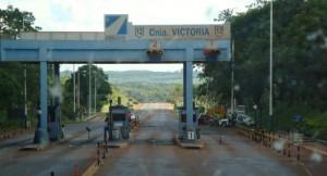 Empleados liberan el peaje en Colonia Victoria