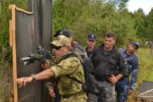 Efectivos del Goe y de Infantería de la Policía realizaron un curso táctico de intervenciones urbanas