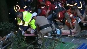 Ya son 49 los muertos por el accidente de un micro de turismo en Brasil; ente ellos 8 niños y tres adolescentes