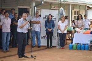 El Jefe del Gabinete Provincial  y el Ministro de Salud entregaron elementos y ayudas sociales