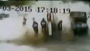 Video: cargaban GNC y les explotó el auto, en Buenos Aires