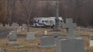 ¿Mensaje del más allá?: un hombre murió aplastado por la lápida de su suegra
