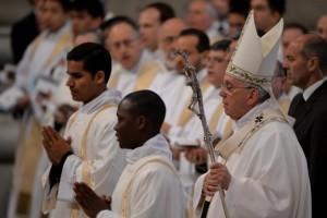 """En la misa de Jueves Santo, Francisco criticó a los curas """"cara de vinagre"""" y """"aburridos"""""""