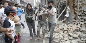 El fuerte sismo de 7,9 grados ya dejó más de 1.450 muertos en Nepal y 49 en otros países