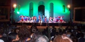 El público fascinado aplaudió la presentación del Arcano del Viernes Santo en la plaza 9 de Julio