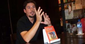 Soñó con autos voladores y naves espaciales, escribió un libro y ahora irá a la Feria en Buenos Aires