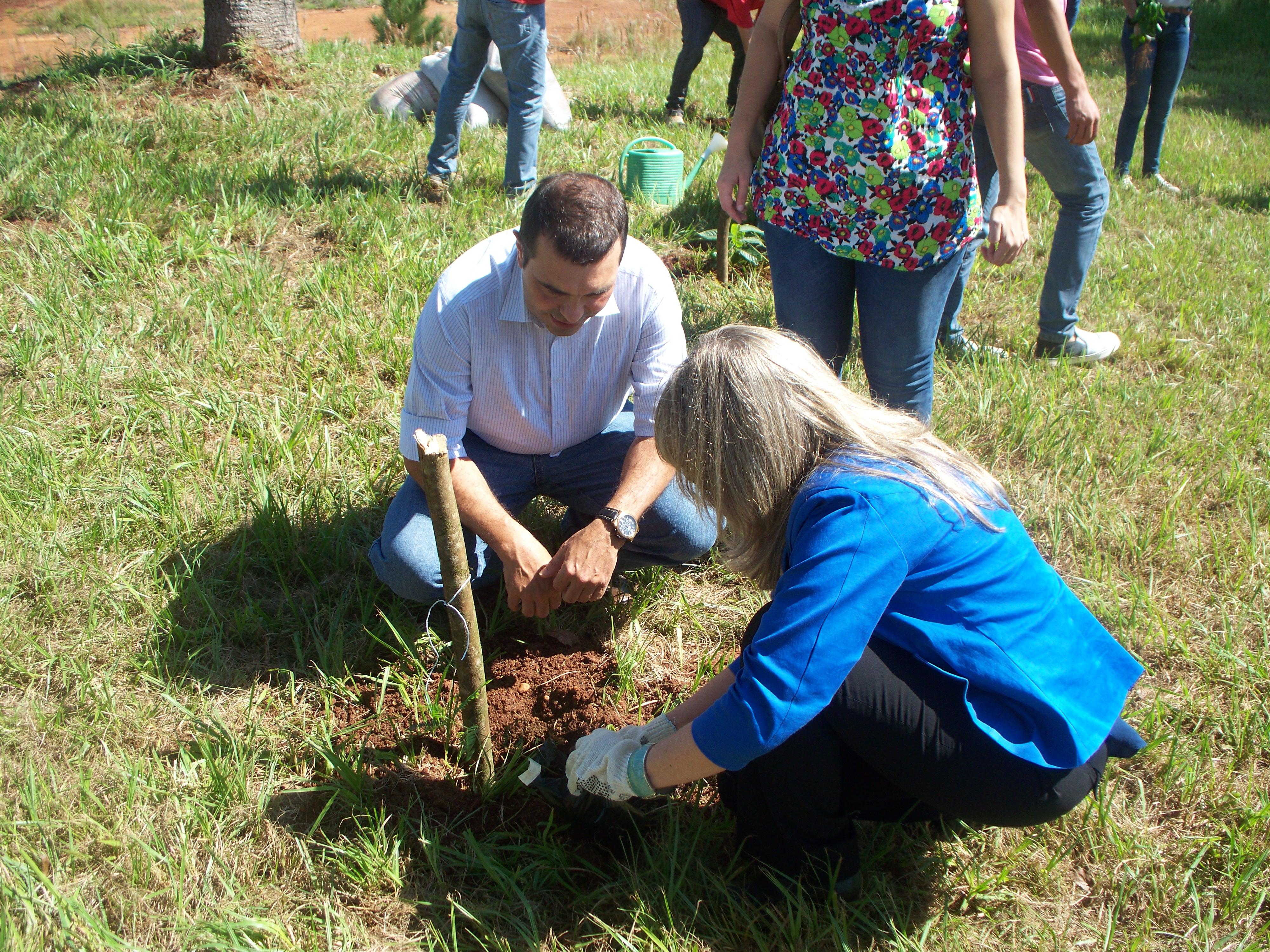 En el Campus de la UNaM plantaron árboles para difundir la conciencia ambiental
