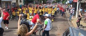 Con alegría, muchas donaciones y buen clima partió la Bicicleteada solidaria del Roque González