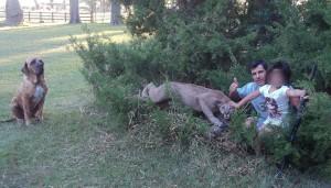 Indignación en las redes por un hombre que asegura haber matado a un puma, se jactó y posó con la hija y una escopeta