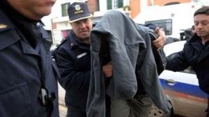 Enloqueció en pleno juicio e intentó ahorcar a su propia abogada, en La Plata