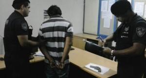 Posadas: detuvieron a un hombre que golpeaba y amenazaba con un arma a su pareja en un albergue estudiantil