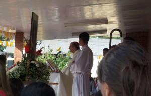 Monseñor Juan Rubén Martínez presidió la Misa central en el Día de la Divina Misericordia en Itaembé Miní