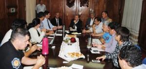 Mejorar la atención al vecino fue uno de los requerimientos que hizo el ministro Franco a los integrantes de la mesa de diálogo