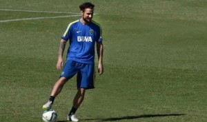 Osvaldo se entrena a la par de sus compañeros y jugará el domingo con Lanús