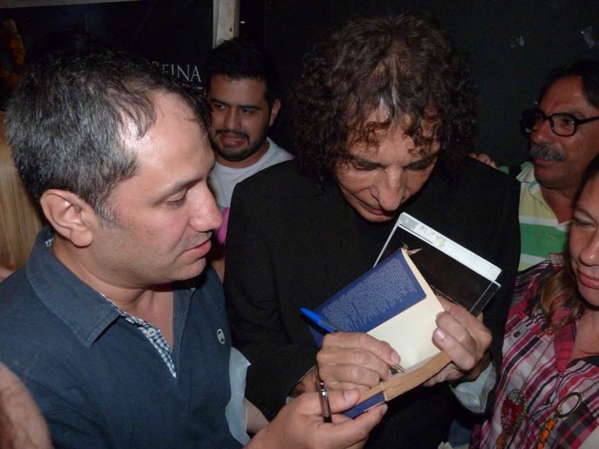 Alejandro Dolina deleitó a un auditorio colmado y llevó su magia desde Posadas a todo el país