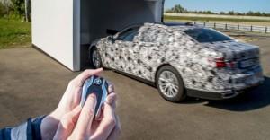 BMW presentará el primer auto que estaciona solo y a control remoto