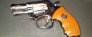 Apresan en Posadas a un trío que portaba un revólver de juguete: se sospecha que querían cometer un atraco
