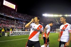 Con angustia y gracias a Tigres, River se clasificó a los octavos de final